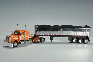 Die-cast Trucks, Toy Farmer, Toy Trucker, National Farm Toy Show, National Toy Truck & Construction Show, truck model, Dave Friend Transport truck, Peterbilt 379 truck
